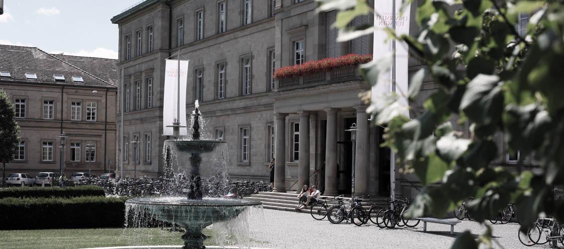 Neue Aula mit Springbrunnen
